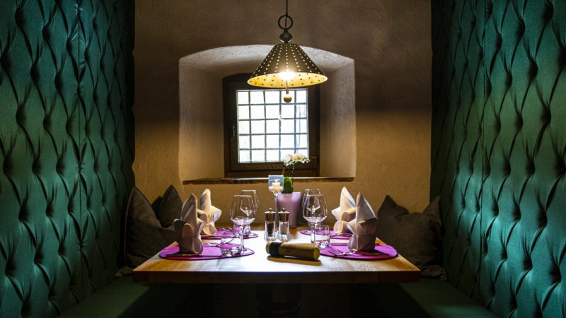 """Al Dolomiti Wellness Hotel Fanes di San Cassiano la nuova sala ristorante privé """"Murin"""" per una cena speciale"""